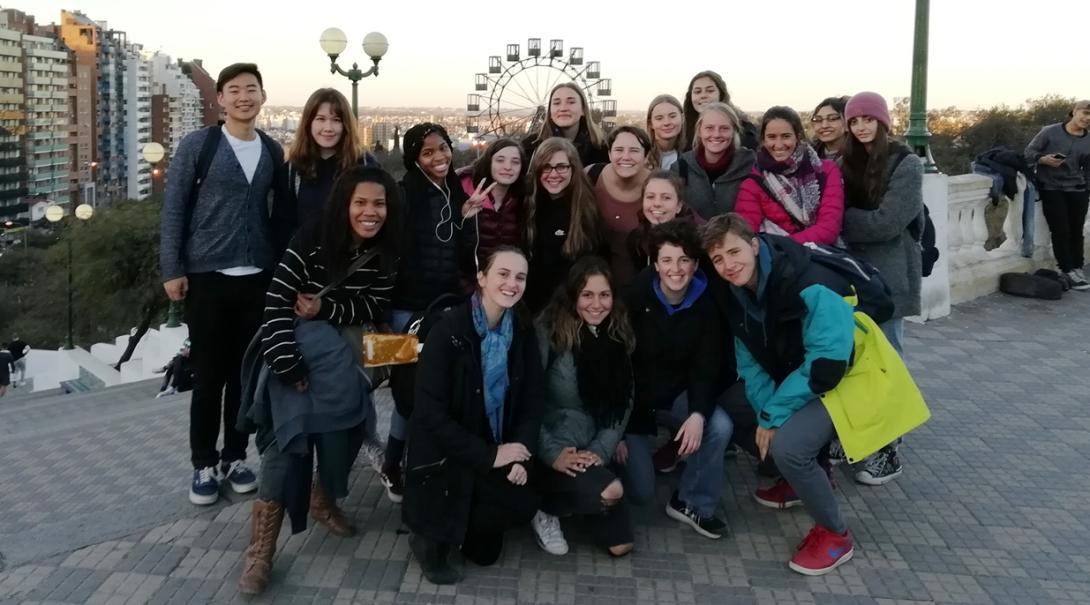 アルゼンチン観光を楽しむ高校生ボランティアたち